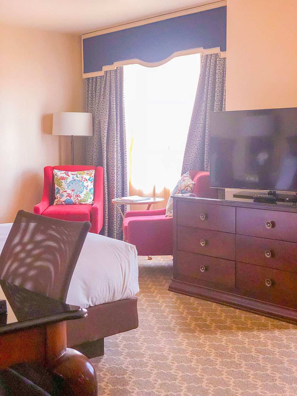 hotel roanoke suite seating area