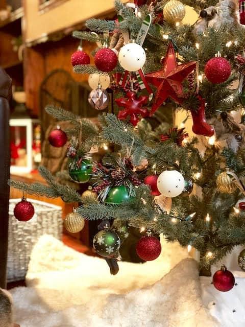 Cozy Apres Ski Inspired Christmas Tree