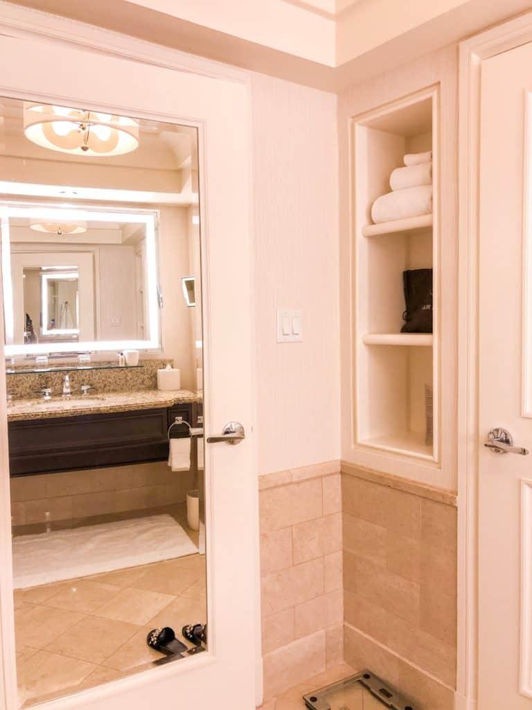 ShaundaNecole.com | Our Stay at Four Seasons Hotel Las Vegas- Four Seasons hotel towels
