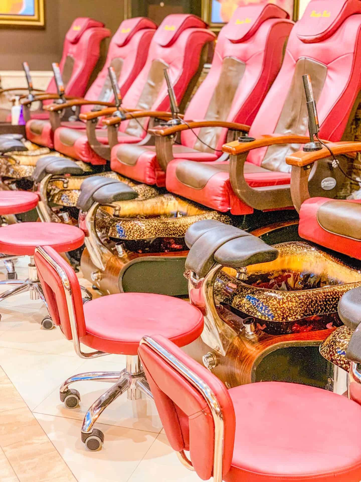 ShaundaNecole.com | Wonder Nails salon and spa massage chairs