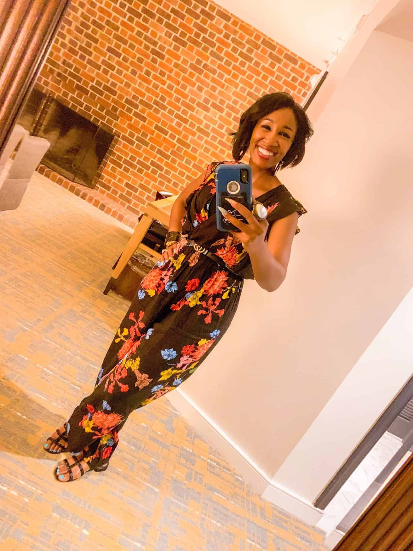 Shaunda Necole- The Secrets Instagram Influencers Use To Achieve Picture Perfect Poses- Even In Poor Lighting- Selfie mode in Snapchat