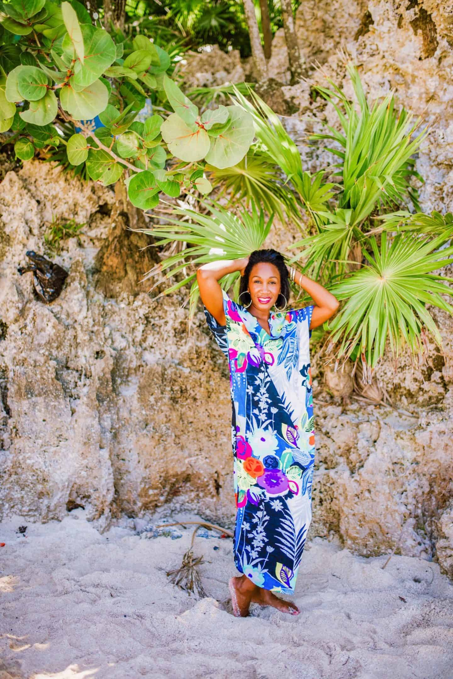 Shaunda Necole- Western Caribbean queen in Jams Word - She Jams Around The World - the beaches of Isla Roatan