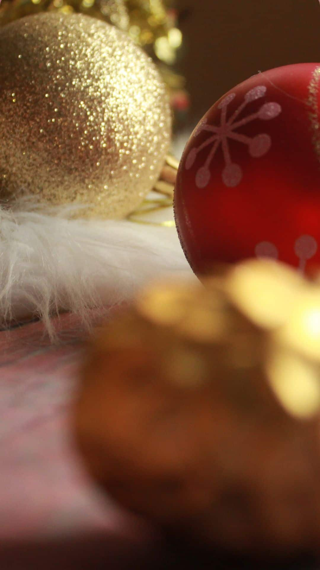 Christmas Wallpapers For iPhone Red & Gold Ornaments