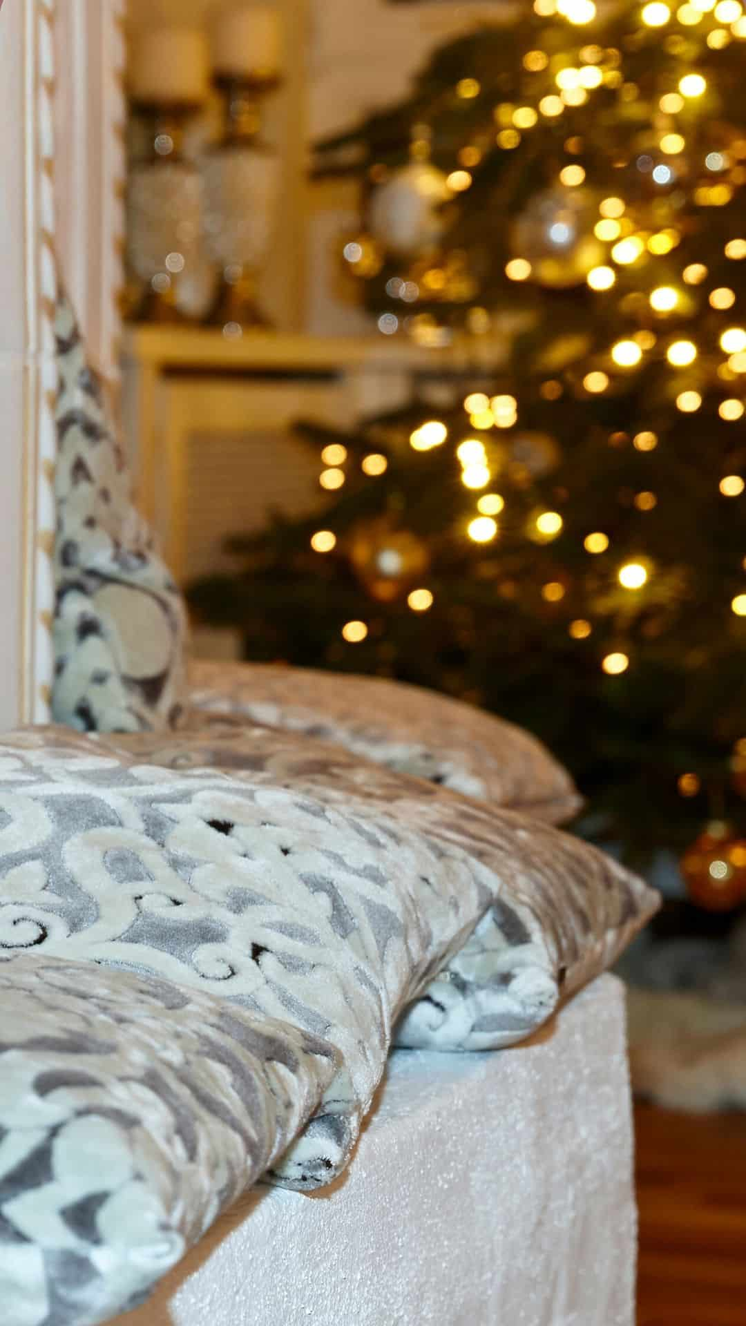 Christmas Wallpapers For iPhone Cozy Pillows & Christmas Tree