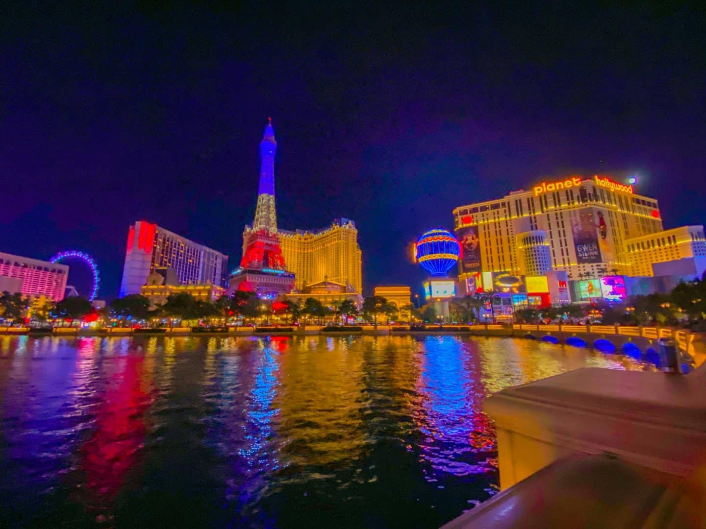 What are other top attractions to visit in Las Vegas?
